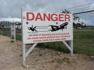 Warnschilder St. Maarten Airport Jetblast