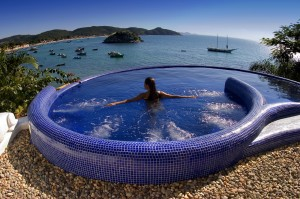 Pool und Jacuzzi in der Pousada Vila-D'Este Buzios (Brasilien)