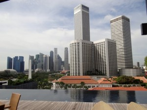 Blick vom Dach des Naumi Hotel Singapur